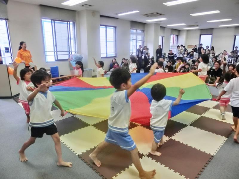 西新の保育園 にしじん森の子保育園|親子運動会・自然に親しむ